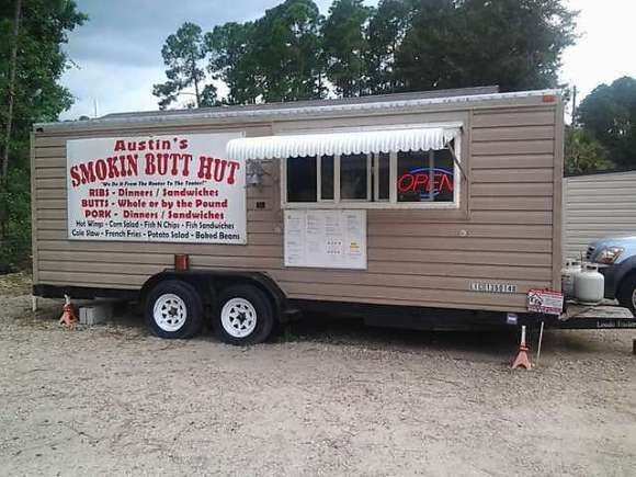 Austin's Smokin Butt Hut - Alford, FL - Photo by Mike Bonfanti