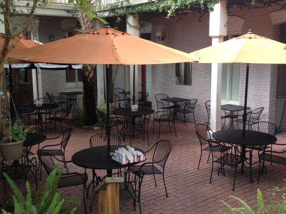 Happy Tomato Courtyard Cafe & BBQ - Fernandina Beach, FL - Photo by Mike Bonfanti